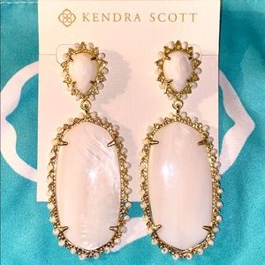 NWOT Kendra Scott Ivory Pearl Gold Earrings